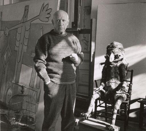 Picasso med skulptur og ugle i bur