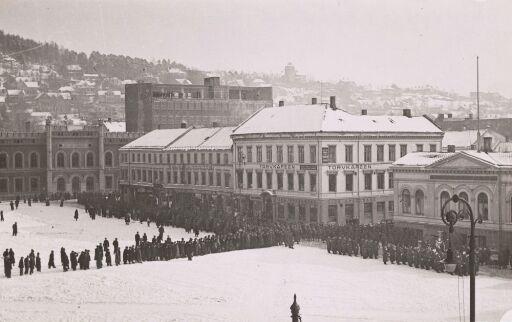 Situasjonsfoto før og under bygging av Drammen rådhus