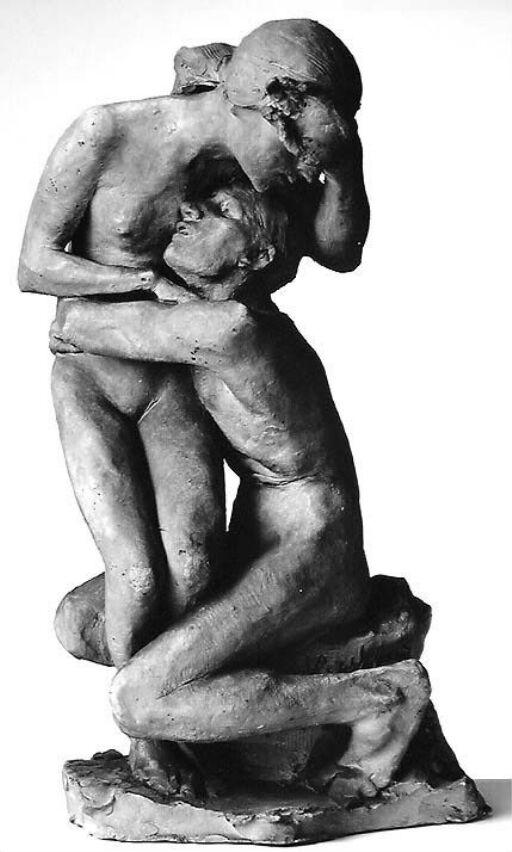 Mann omfavner kvinne