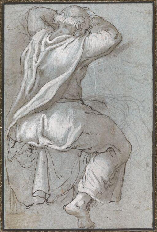 Sittende drapert figur sett bakfra