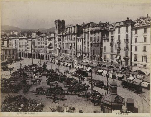 Genova. Piazza Caricamento
