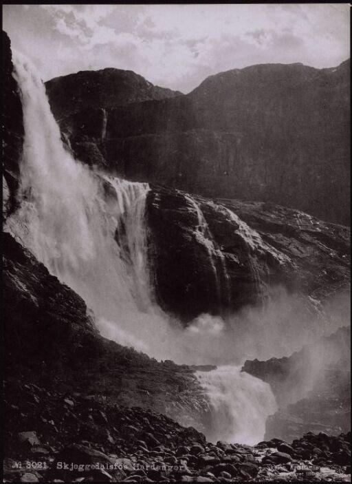 Skjeggedalsfos, Hardanger