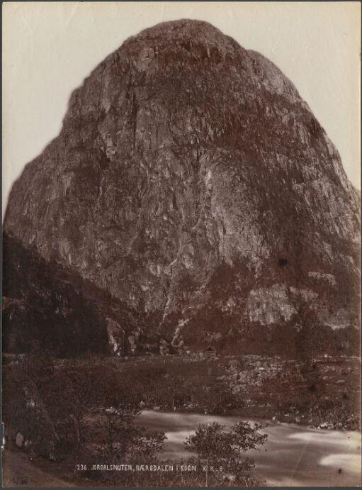 Jordalsnuten, Nærødalen i Sogn