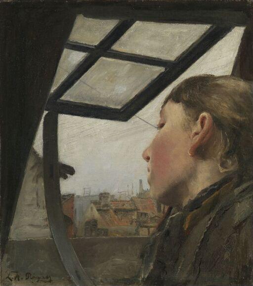 Ung pike ser ut av et takvindu
