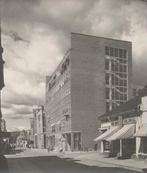 Drammen rådhus med Kinopaleet