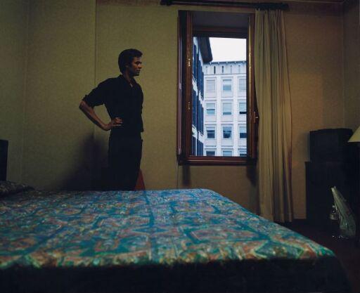 Uten tittel (Man in Hotel Room)