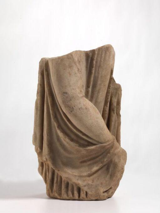 Statuett av en kvinne
